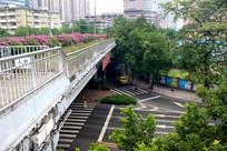 城市立交桥下的马路