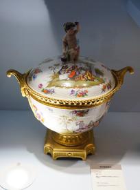 铜鎏金及彩绘陶瓷含盖汤盆