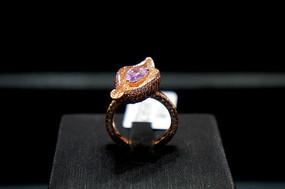 果核状镶钻戒指