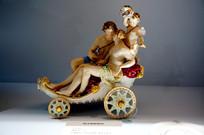 德国彩绘陶瓷人物马车雕塑
