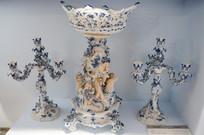 德国青花陶瓷人物果盘烛座