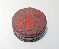剔红人物梅花纹印盒