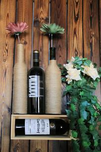 酒瓶改造的花瓶