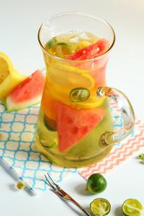 柠檬鲜果茶饮品