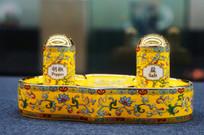 国宴黄釉缠枝花卉调料筒