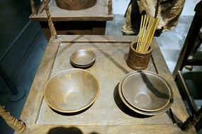 铜制碗筷桌椅