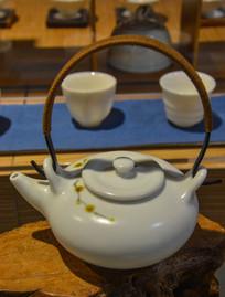 野菊花纹长柄茶壶