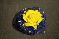 黄玫瑰瓷雕花
