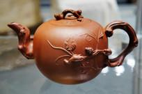 民国琴玉款紫砂松鼠葡萄壶