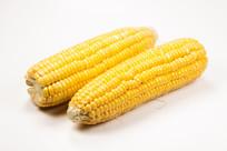 两条玉米棒