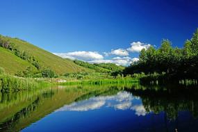 山谷小河风景