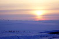 雪原日出朝阳风景