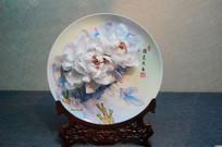 陶瓷雕白牡丹绘画瓷盘