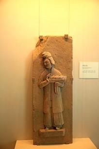 古代端盘子的妇女雕塑