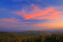 林区秋季晚霞满天风景
