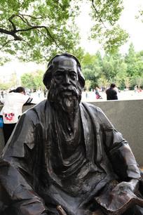 外国人物雕像