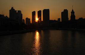 夕阳建筑剪影