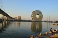 珠江边上的广州圆建筑风景