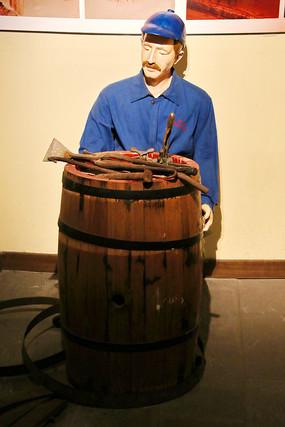 近代红酒制作工艺封瓶人物雕像