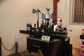 近代红酒制作工艺贴标