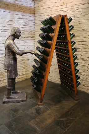 清代红酒制作工艺雕像