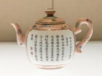 粉彩雨中烹茶园景题诗茶壶