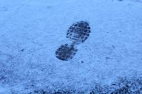 雪地中的脚印