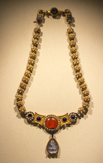 嵌珍珠宝石金项链