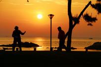 早上海边剪影