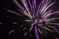 紫色放射性的烟花