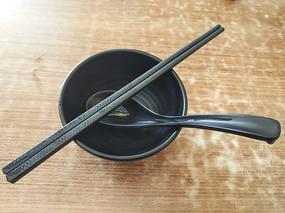 黑色碗筷调羹