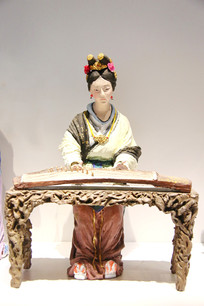 彩塑泥人张弹古琴的女人
