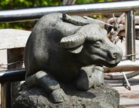 一头大牛雕塑图片