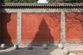 朱红色砖墙