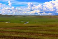 蜿蜒在大草原上的莫尔格勒河