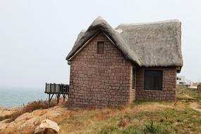 海岸上的石头房