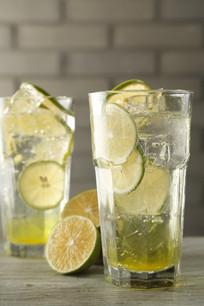 青柠檬苏打水