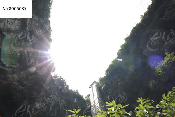 山顶光线图片