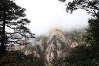 高耸入云的黄山