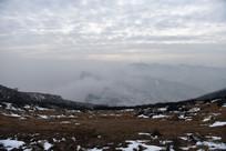 太行山浓雾弥漫的雪山