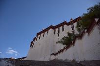 布达拉宫上的蓝天
