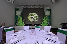 餐桌花束婚礼布置