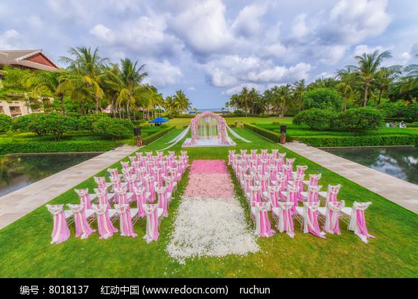 草坪婚庆布置图片