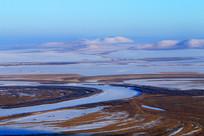 草原冰封河流风景