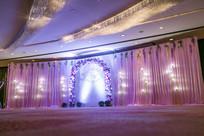 粉色布艺婚礼背景