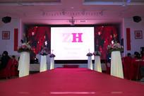 红色舞台婚礼布置