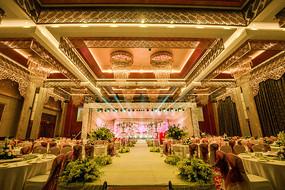 黄色主题婚礼舞台布置