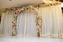 花艺拱门婚礼布置