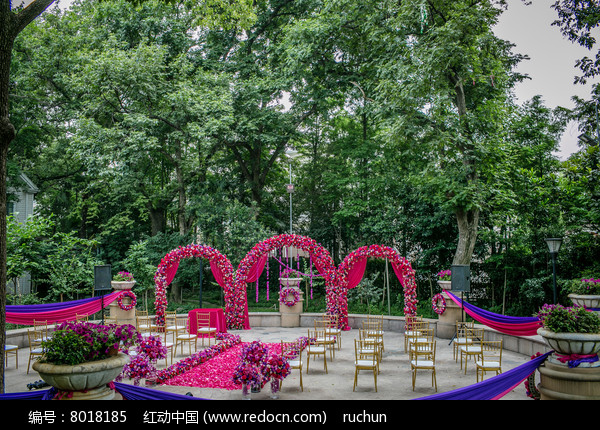 户外花艺拱门婚礼布置图片