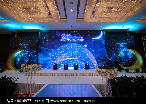 蓝色主题婚礼场景布置图片